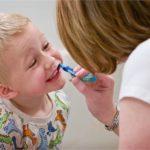 Як правильно чистити зуби дітям